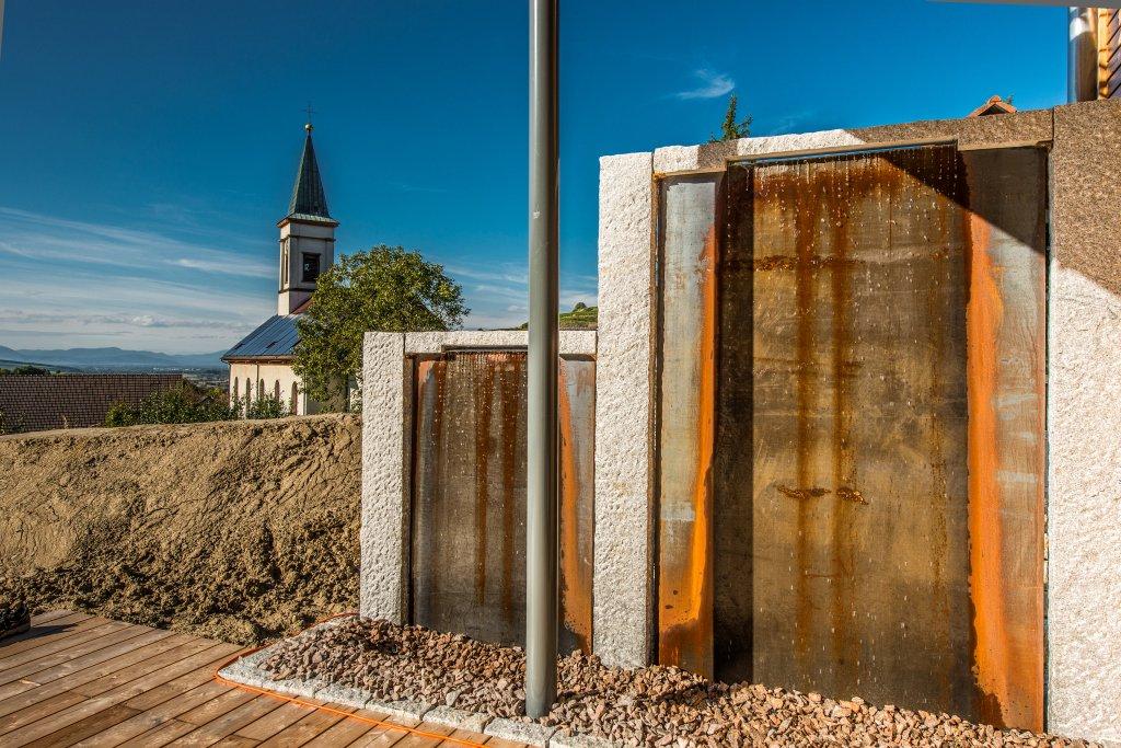 amoltern-eingan-pflaster-terrraze-wasswefall-rasen-baume-treppe-2012