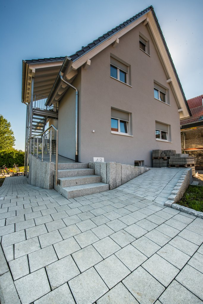 eichstette-1-eingang-pflaster-treppe-2012-2