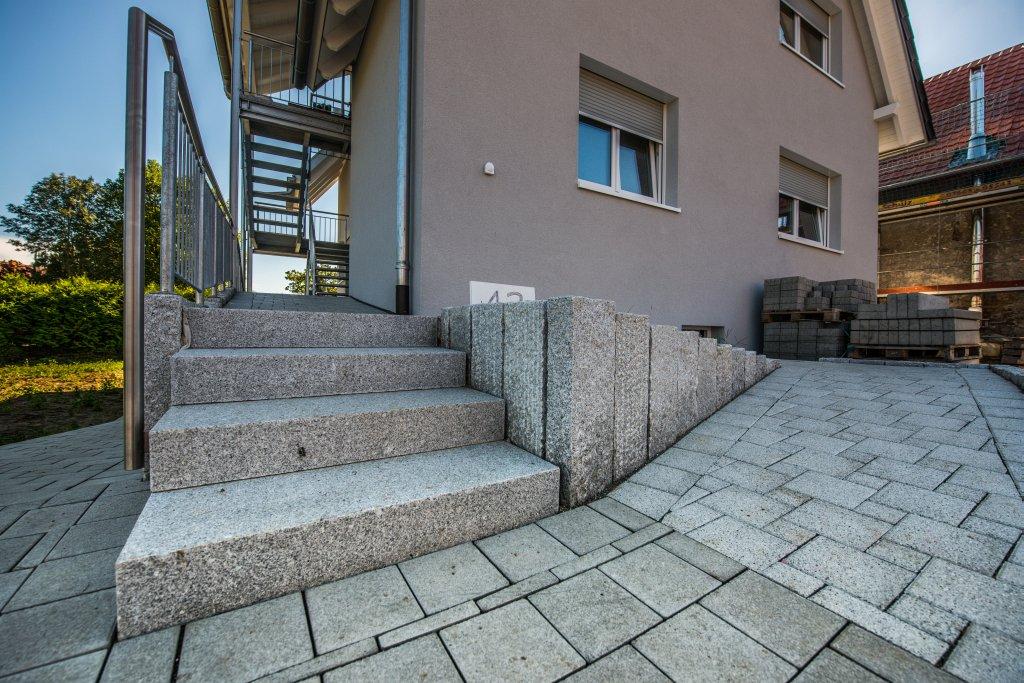 eichstette-1-eingang-pflaster-treppe-2012