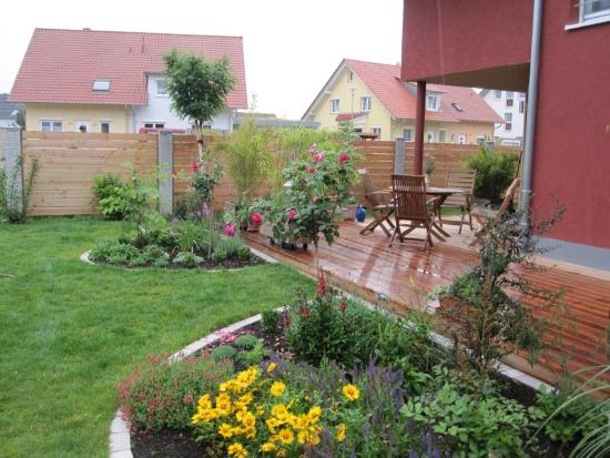 kenzingen-2010-neueanlage-eingang-garten-zaun-terraze-bepflanzung-11