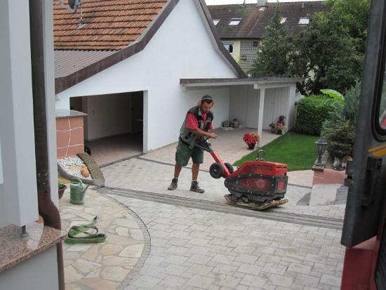 kenzingen-2010-neueanlage-eingang-garten-zaun-terraze-bepflanzung-6