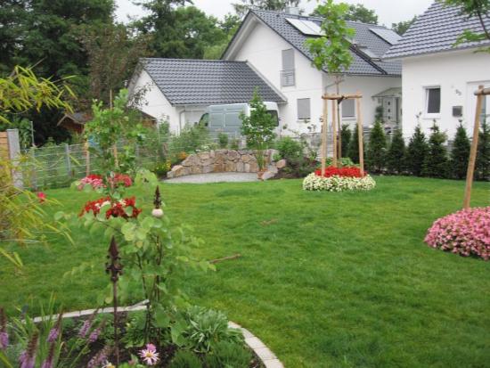 kenzingen-2010-neueanlage-eingang-garten-zaun-terraze-bepflanzung-9
