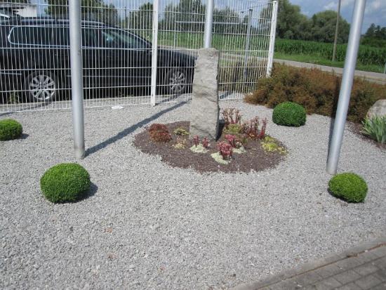 kenzingen-2010-neueanlage-eingang-garten-zaun-terraze-bepflanzung